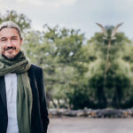 How to heal trauma through collective experiences – Thomas Hüebl (podcast interview)